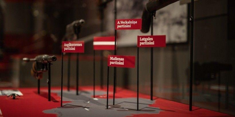 """Latvijas Kara muzeja ekspozīcija """"Latvijas valsts izveidošana un neatkarības karš. 1918–1920"""""""